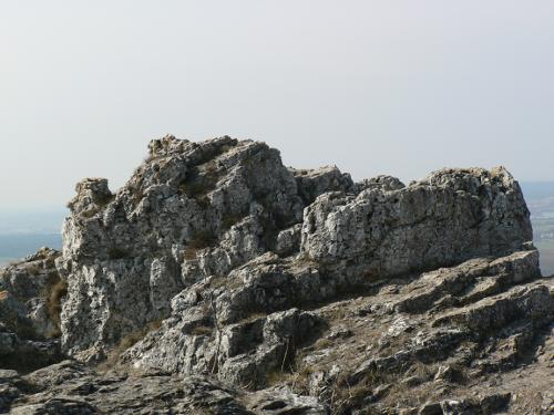 Steiniger Hügelkamm.